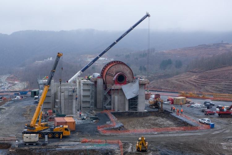 Σκουριές: Η εγκατάσταση εξοπλισμού του εργοστασίου σε fast forward